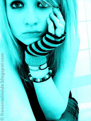 http://1.bp.blogspot.com/_01kJT_-mTt8/TPK6hIX2K5I/AAAAAAAADZU/bKZpW0LnYWk/s1600/blues-emo-girl.jpg