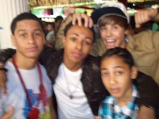 Justin Bieber  Wonder Broz e mais alguns amigos na festa de Jessica    Justin Bieber And Jessica Jarrell Kissing