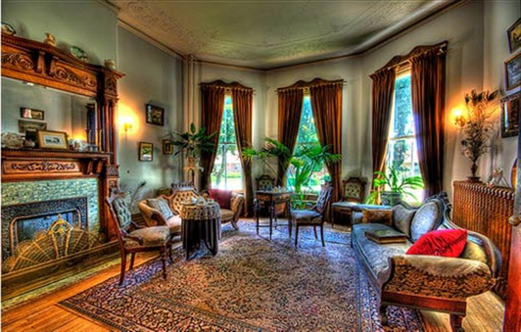 Victorian style interior home for Victorian house decor