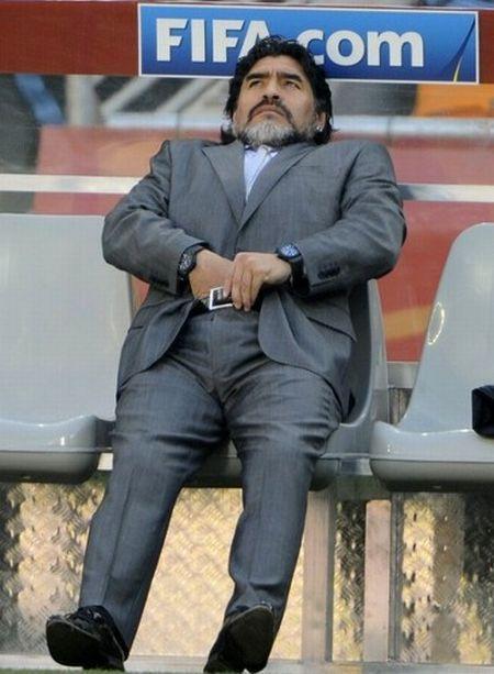 Maradona+scratching+his+balls.jpg