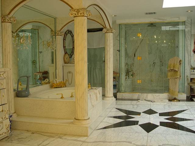 Shahrukh Khan Bungalow MANNAT bathroom