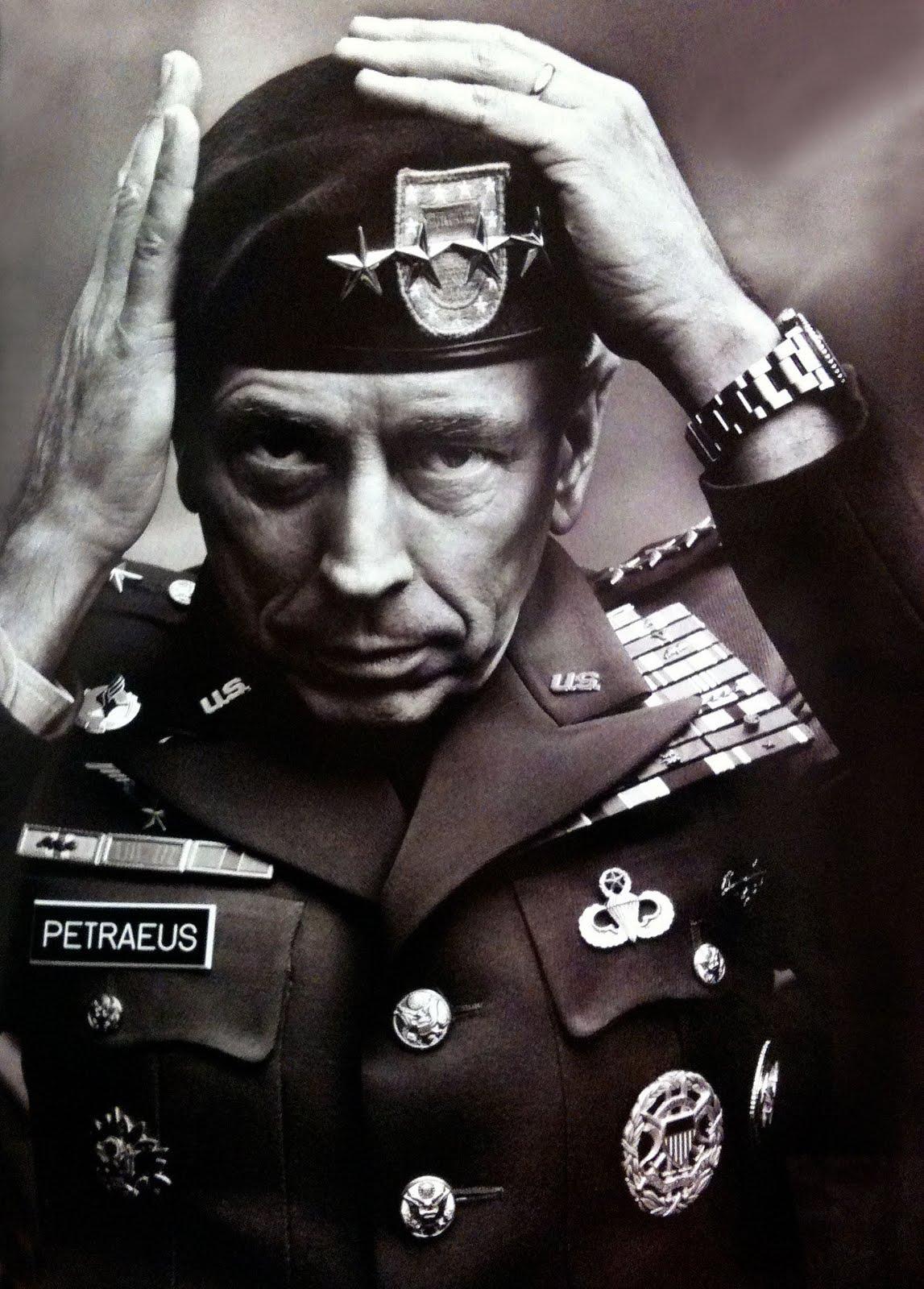 Coolaste bilden på högt uppsattar militärer med fina klockor är annars treklöst denna från Vanity Fair. David Petraeus (som fick sluta efter en ... - General-Petreaus-Rolex-Submariner