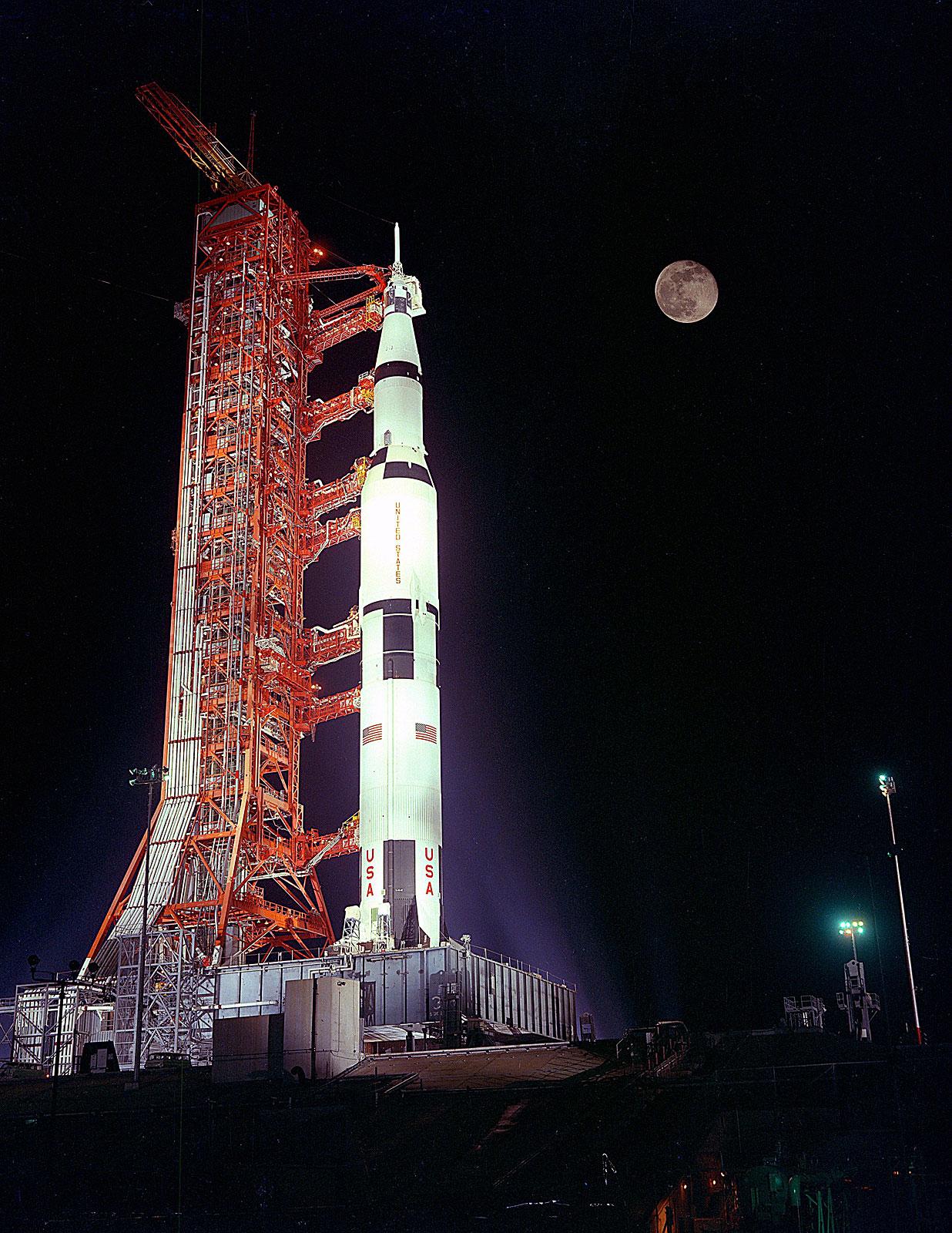 http://1.bp.blogspot.com/_04kZGR_ltmE/SsjyAUDFGKI/AAAAAAAAEwQ/EZFW29Z0OnA/s1600/Apollo-17.jpg