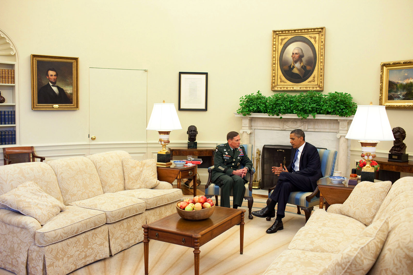 Image Gallery Oval Office Couch