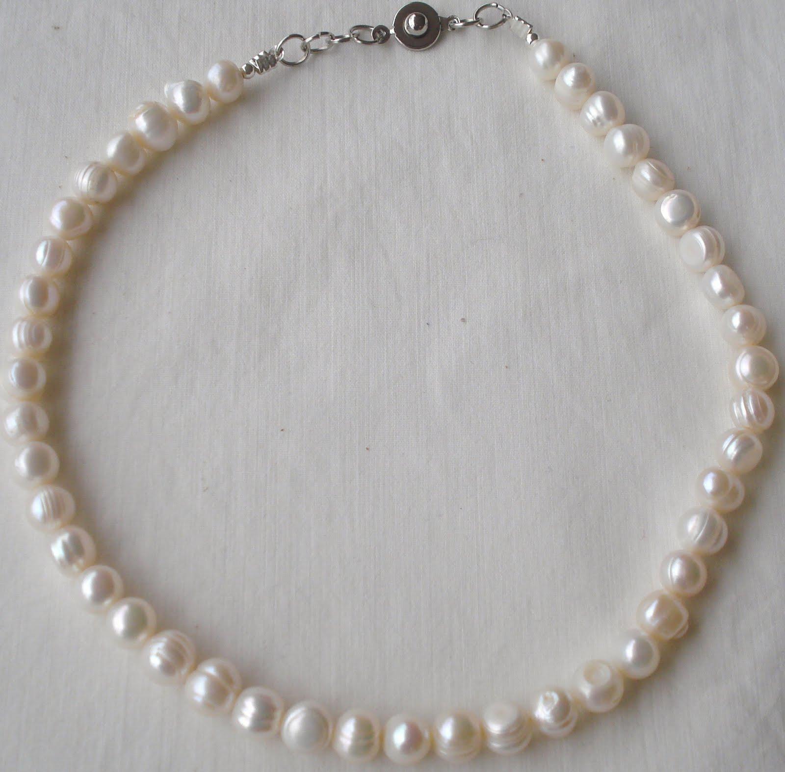 Gargantilla con perlas de río