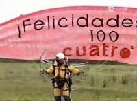 Captura+de+pantalla+2010 02 19+a+las+19.15.51 Armand Rubiella felicita a Pep Guardiola desde un paramotor