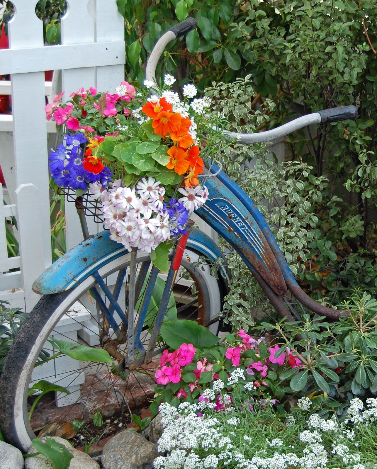my painted garden painting a vintage bicycle. Black Bedroom Furniture Sets. Home Design Ideas