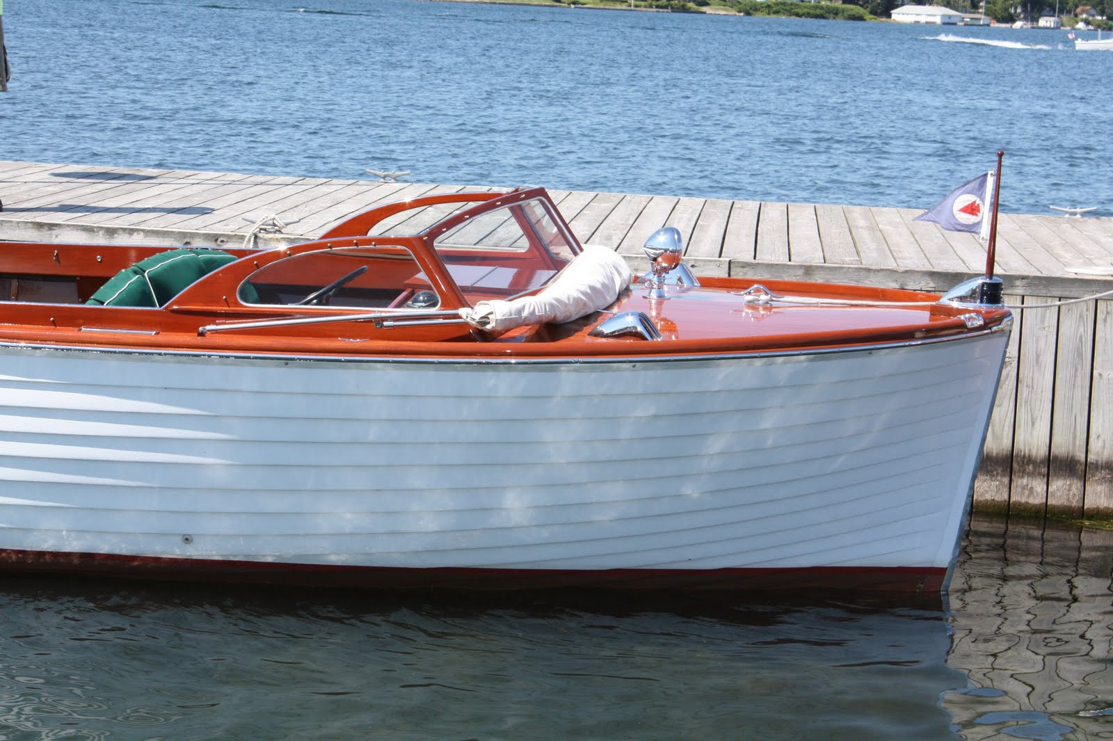 Hocus pocus sea n 39 isle two award winning lymans and for Classic chris craft boats