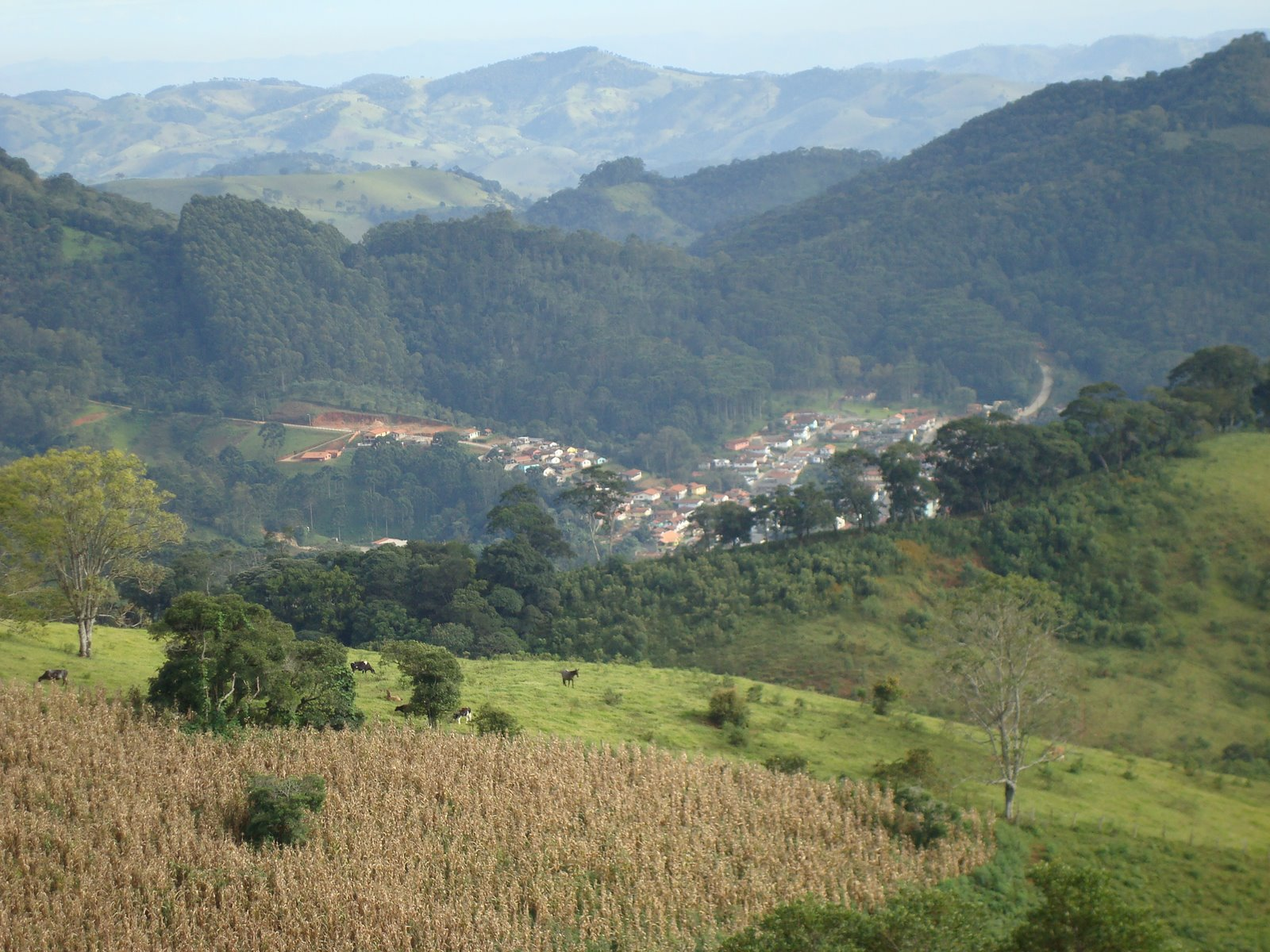 [vista+da+cidade+de+Gonçalves.JPG]