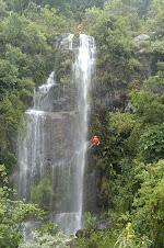 Cascading (rapel na cachoeira)