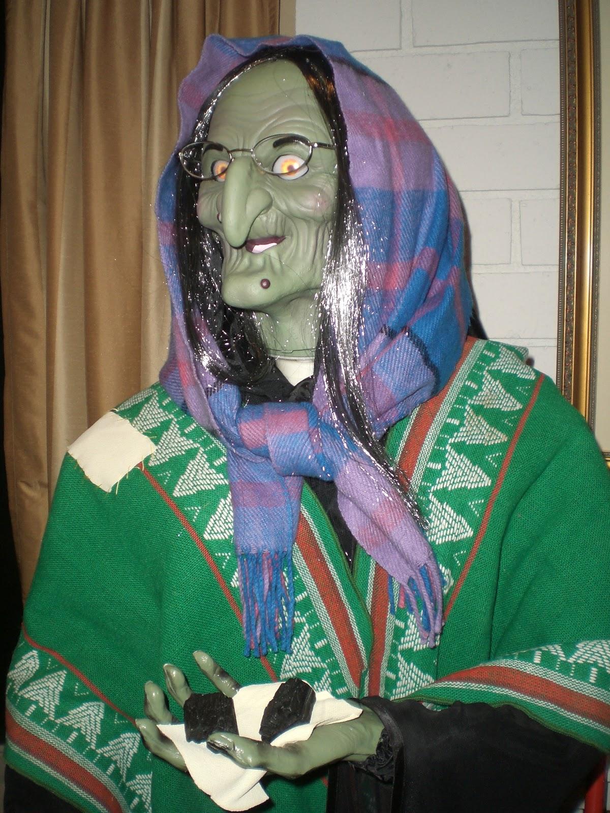 the christmas witch la befana - Italian Christmas Witch