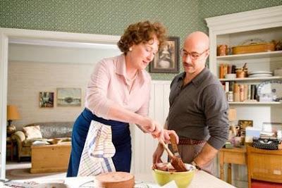 filme Julie & Julia Meryl Streep cozinhando bolo