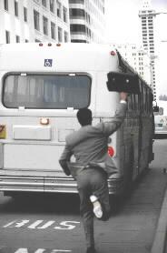 correndo atrás do ônibus