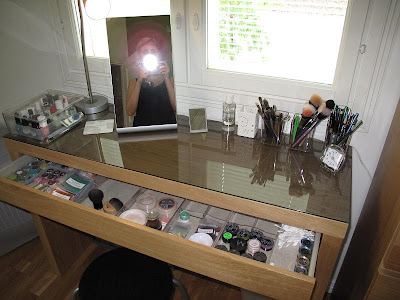Table on If You Have Posted  Added Pictures About Your Makeup Table  I D Love