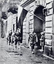 """godzina """"W"""" (17:00).Patrol por. """"Agatona"""" z batalionu """"Pięść""""."""