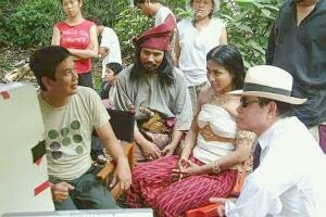Director Saw Teong Hin in discussion with M. Nasir who plays Hang Tuah, Tiara Jacquelina, as Gusti Puteri Retino Dumilah, and her husband, Datuk Effendi Norwawi