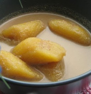 Braised Banana with Palm Sugar and Coconut Gravy (Kolak Pisang)