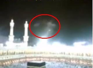 gambar cahaya malaikat di atas ka'bah mekkah