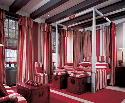Luxury-bedroom-design-in-black-with-purple-elements