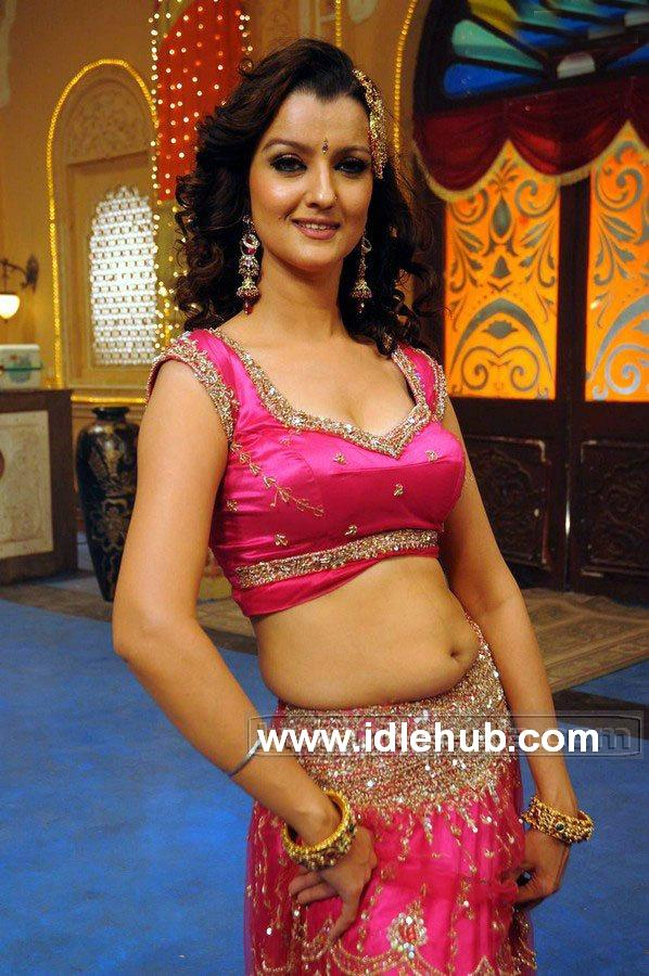 Leena Sindhu Navel S-exposive sets stills photos in Happy Happy Ga