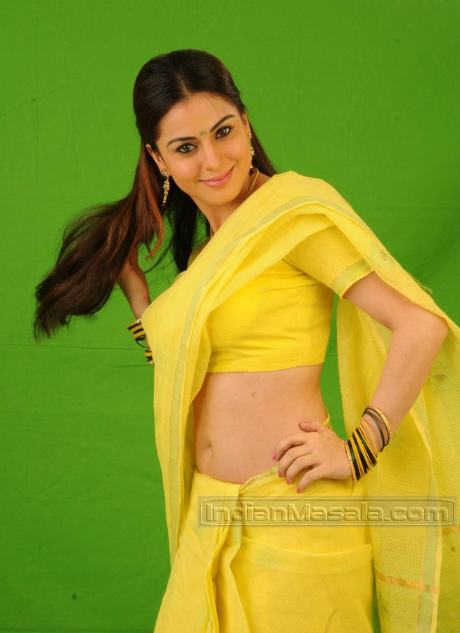 Shraddha Arya Good Side Perfect Shape View stills photos