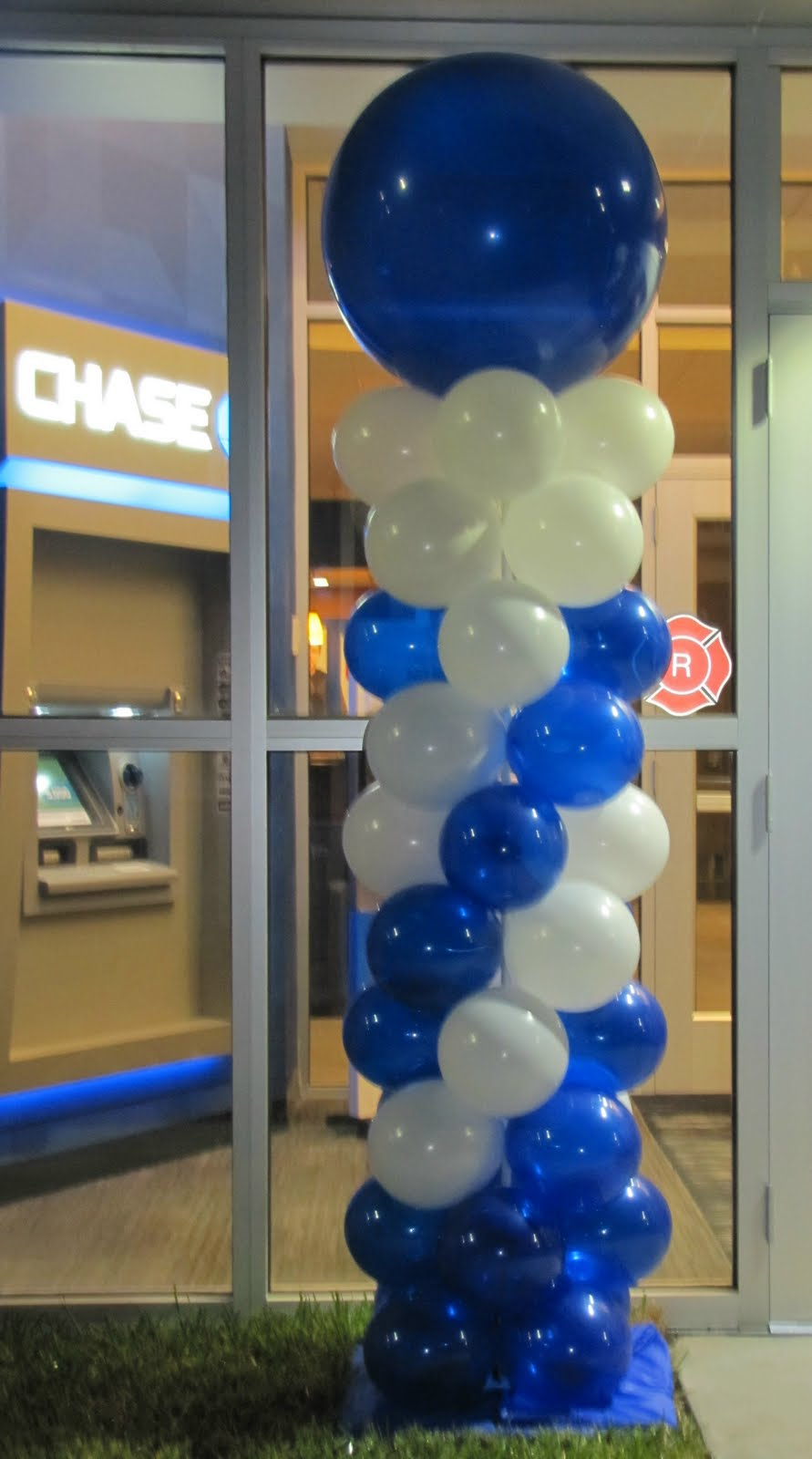Party people event decorating company chase bank grand for Balloon decoration companies