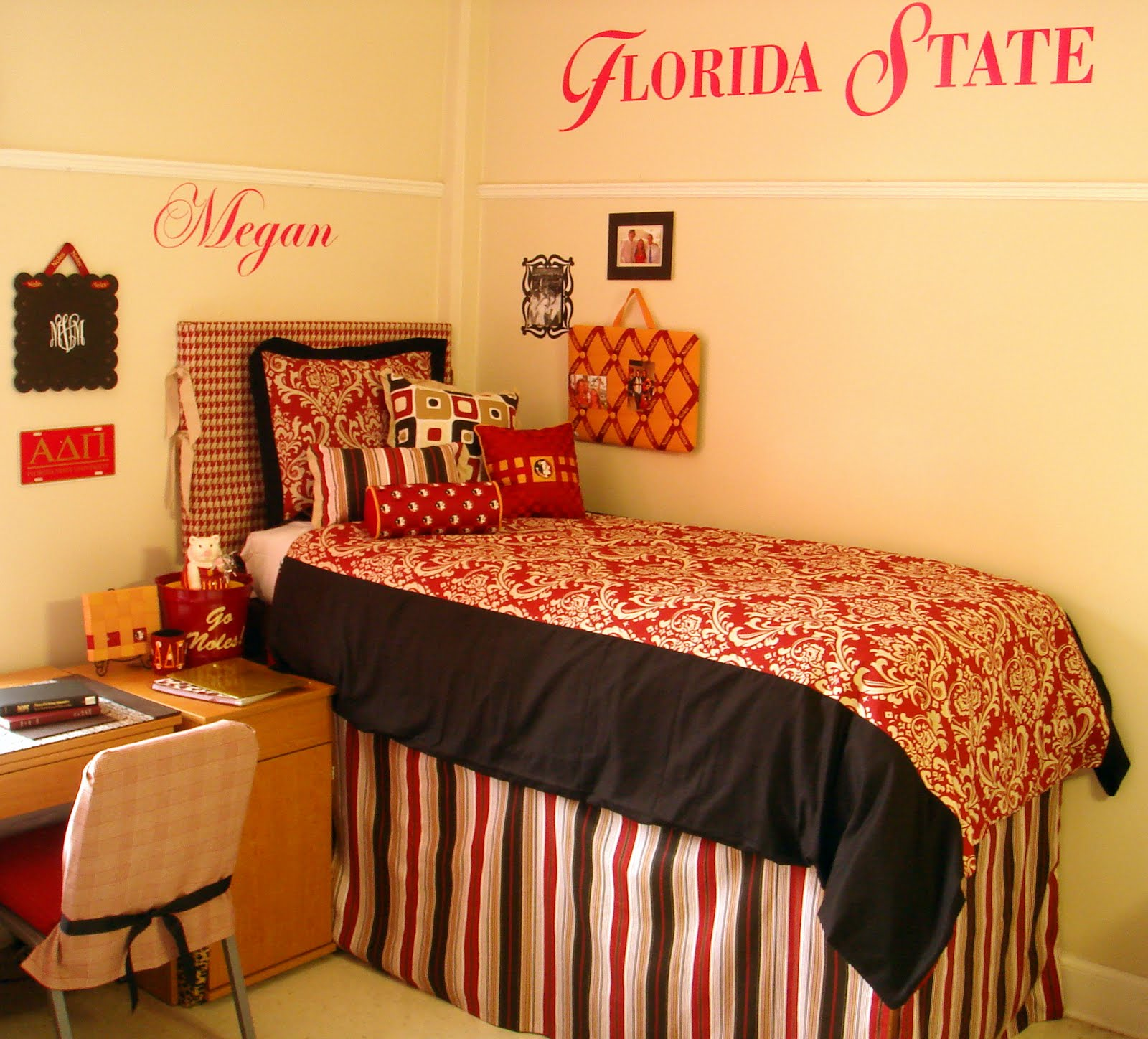 Decor 2 Ur Door April 2010  Dorm Room Bedding and Decor  ~ 055653_Sorority Dorm Room Ideas