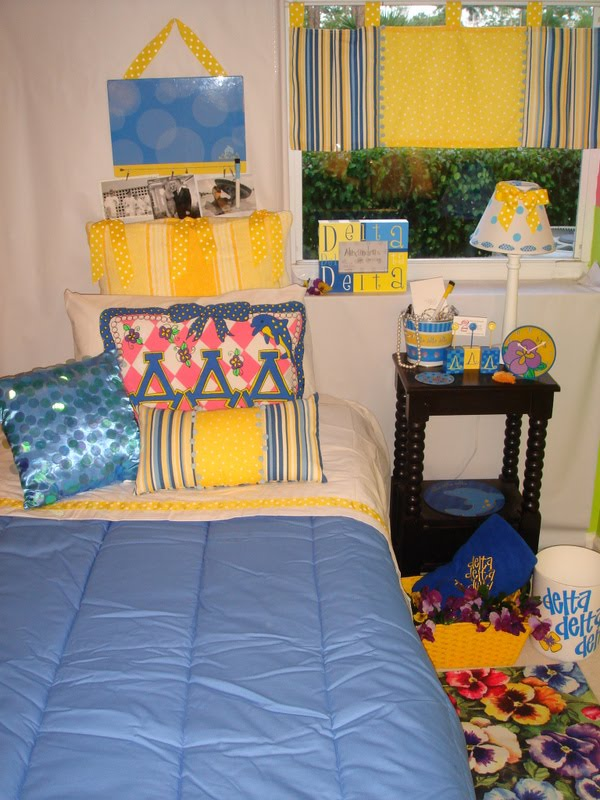 Decor 2 Ur Door Delta Delta Delta Sorority Dorm Bedding  ~ 055653_Sorority Dorm Room Ideas