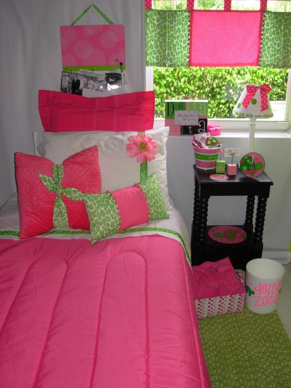 decor 2 ur door  delta zeta sorority dorm bedding and accessories