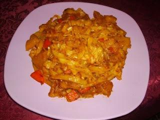Articole culinare : Tagliatelle cu ananas si ardei rosu