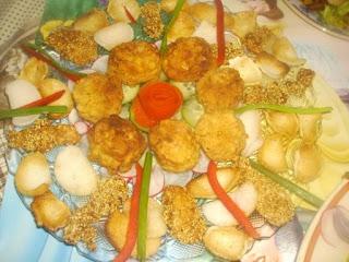 Articole culinare : Chiftelute de dovlecei si gujoane cu susan