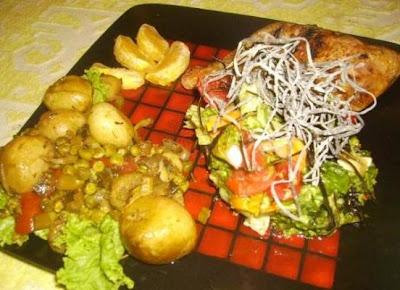 Articole culinare : Pulpe de pui la gratar cu Cartofi si Mazare Noua,