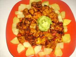 Articole culinare : Piept de pui cu migdale, ananas si kiwi