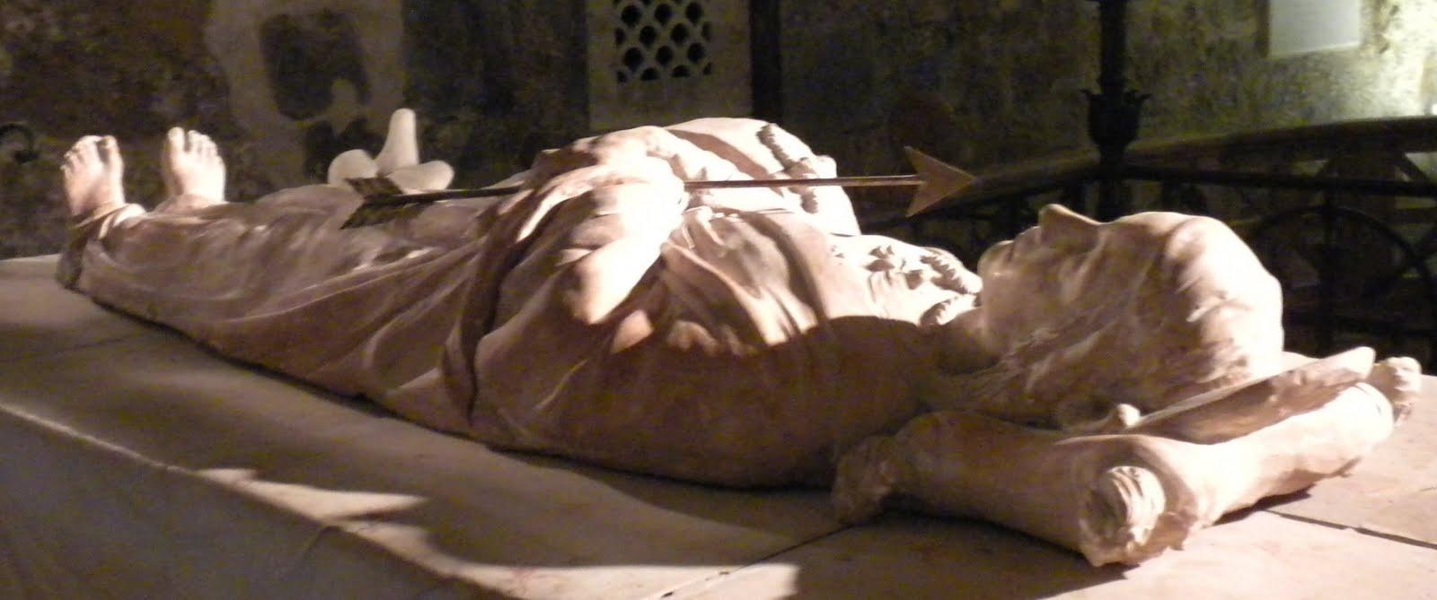 [vf3+cristina+tomb.JPG]