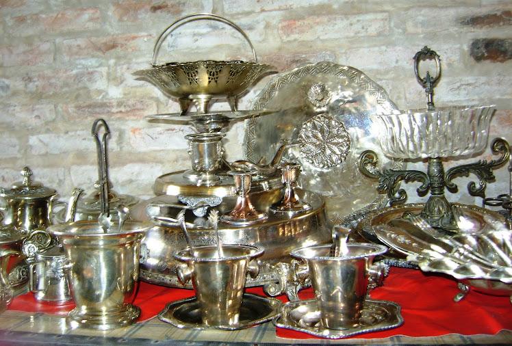 Variedad de piezas en plata y alpaca