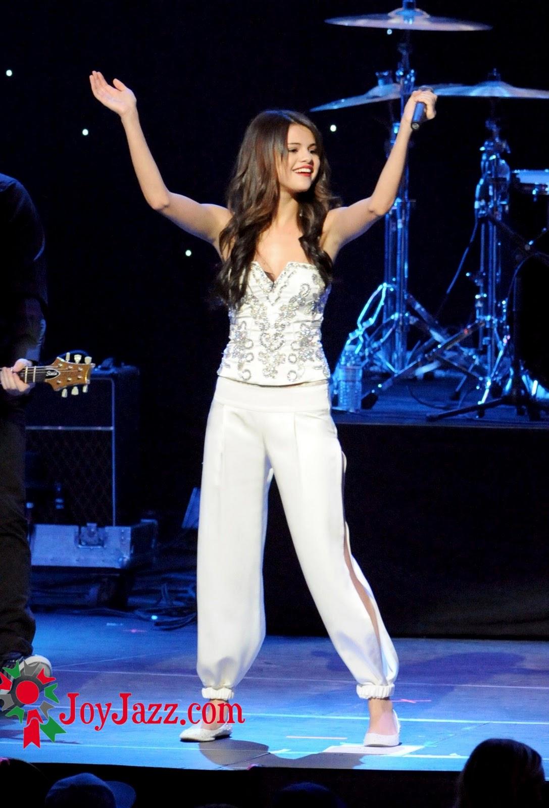 http://1.bp.blogspot.com/_0LdSrYkvVVk/TQeeypfqABI/AAAAAAAABWA/yTK0nR9V6u4/s1600/Selena-Gomez-17.jpg