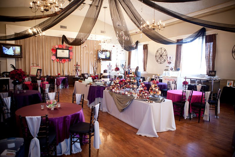 saman 39 s blog all of the table toppers we alternated with hot pink satin eggplant purple. Black Bedroom Furniture Sets. Home Design Ideas
