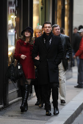 Ryan Seacrest and Julianne Hough enjoying romantic stroll in Paris,