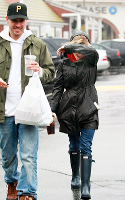 Reese Witherspoon at the Brentwood Country Mart with Jim Toth