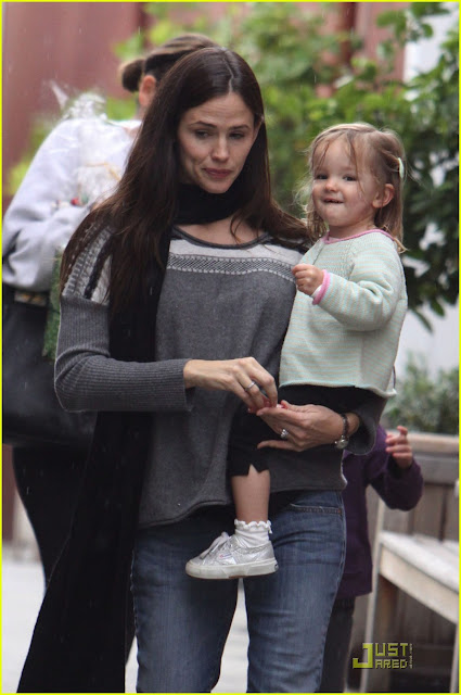 Jennifer Garner & Ben's Last Minute Shopping