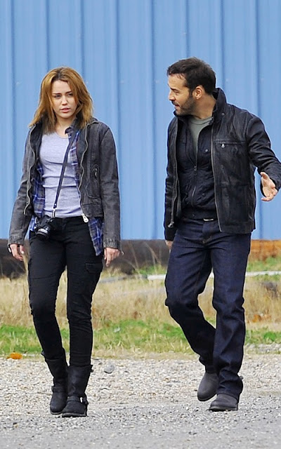 Miley Cyrus with Jeremy Piven on the set of