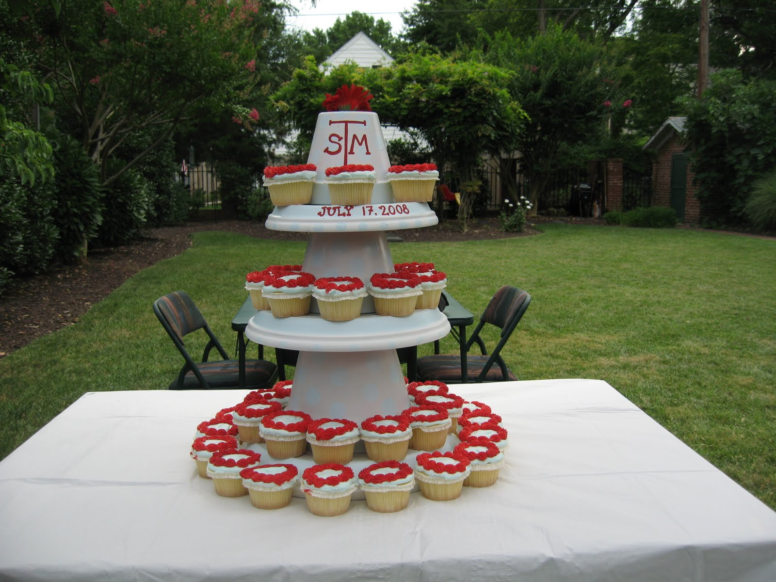 CAKE. | events + design: guest post: cupcake stand standoff