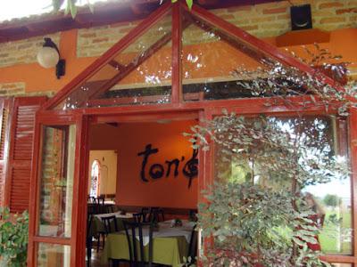 Fachada do Ton's Restaurante