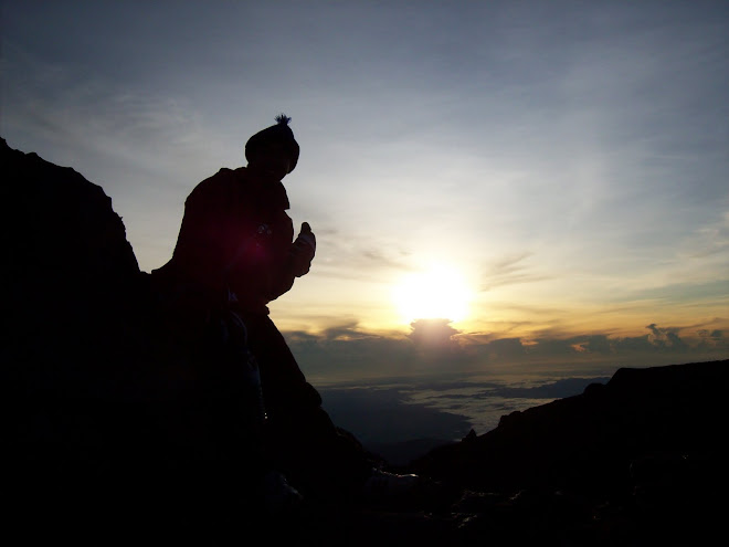 Sunrise on 4.7.2009 - Peak of Mt Kinabalu (4095 meters from sea level)