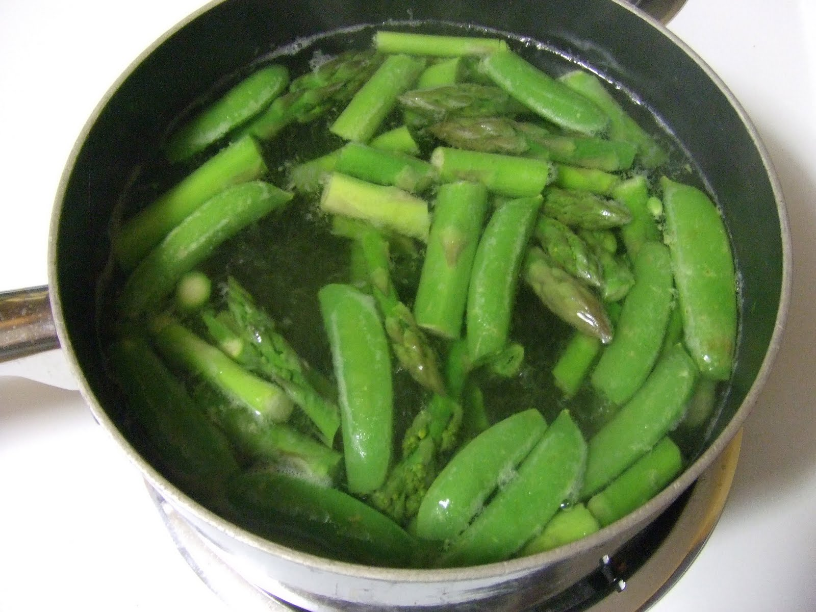 pot, boil salted water. Cook asparagus until bright green. Add in peas ...