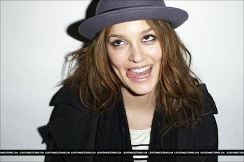 ¡Hey, hey, sonríe! no te escondas detrás de esa sonrisa... ...Muestra aquello que eres, sin miedo.