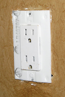 Decora Outlet With Foam Insulation Gasket
