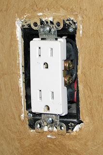 Decora Outlet Showing Insulation Gap