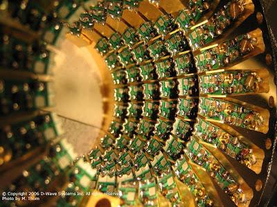 La imagen se corresponde con un acelerador de partículas y muestra la sección del tubo que forma el aro principal