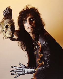 comprar en Amazon Along Came A Spider de Alice Cooper